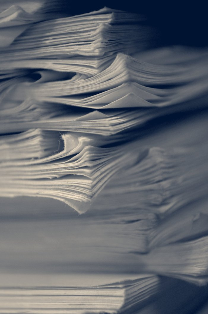 A Stack of Papers, por Chalibo http://chalibo.deviantart.com/art/a-stack-of-papers-183989334